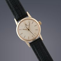 Omega ladies 9ct yellow gold manual watch