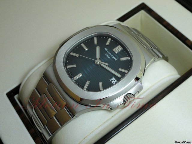 Patek Philippe 5711/1A - NAUTILUS JUMBO STAINLESS STEEL AUTOMATIC