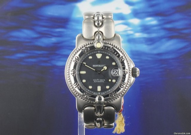 Bertolucci Pulcra divers watch