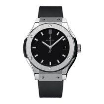 Hublot Classic Fusion 33mm Quartz Titanium Mens Watch Ref...