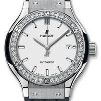 Hublot : 33mm Classic Fusion Titanium Opalin Diamonds Watch