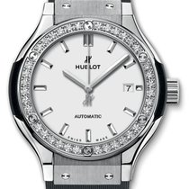 Hublot : 33mm Classic Fusion Titanium Opalin Diamonds Watch