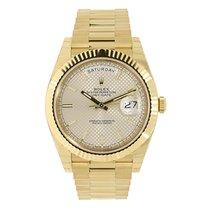 Rolex DAY-DATE 40 18K Yellow Gold President Silver Diagonal Motif